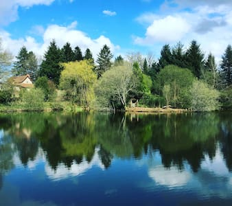 Farmhouse with Fishing Lake and Extensive Grounds - Sauvagnac