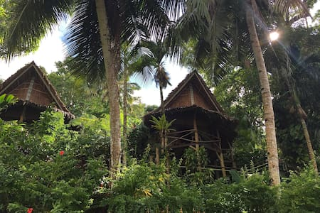 Deluxe Hut @ The Oceania Hotel - Bungalow
