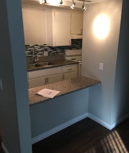 2br/1bth minutes from the strip. - Las Vegas - Appartamento