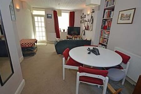 Comfy, cosy house close to town and countryside. - Ulverston - House