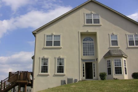 Beautiful townhouse with large deck, all brand new - Lansdale - Townhouse
