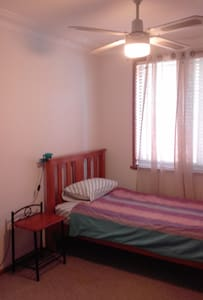 KS private room, Friendly house, central location - Gladesville - House
