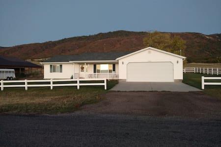 Cozy Country Farmhouse - Casa