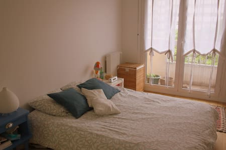 Spacious 2-rooms flat with nice view on the Canal - Paris - Apartment