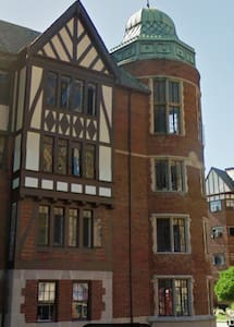 MUST LIKE BOOKS, antiques & architectural details - Lakewood - Apartment