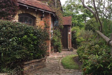 Charming detached 3 bed cottage: Bexhill-on-sea - Hus
