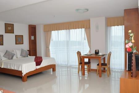 Sea view, quiet Jomtien big studio - Pattaya - Wohnung