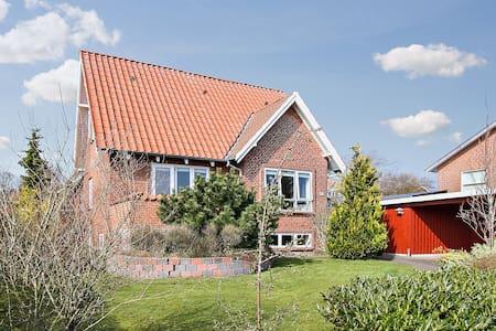 Cosy house in Aalborg/Nørresundby - Nørresundby - Casa