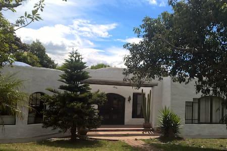 Casa Grande Entre El Aeropuerto de Quito y Quito - Hus