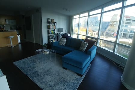 Comfortable Bedroom in the heart of dt Toronto - Toronto - Appartement