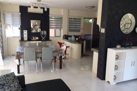 Villa Modern, 3 BR Villa- Pool,WIFI - Davao City - Apartamento
