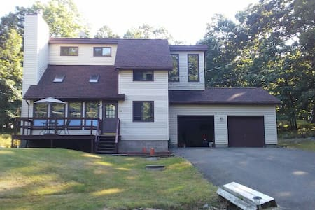 3 bed room Jacuzzi 2 community pool (seasonal) - Bushkill - Casa