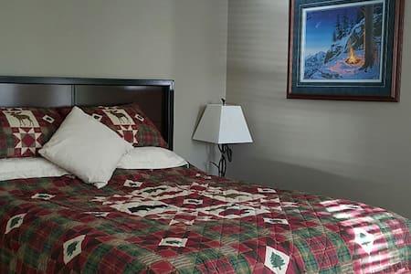 Alaska Experience Lakeside Lodge- Alaska room - Wasilla - Bed & Breakfast