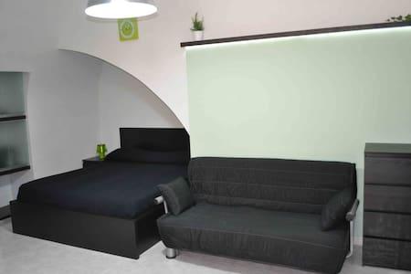 monolocale ristrutturato 2/4 posti letto - Canosa di Puglia