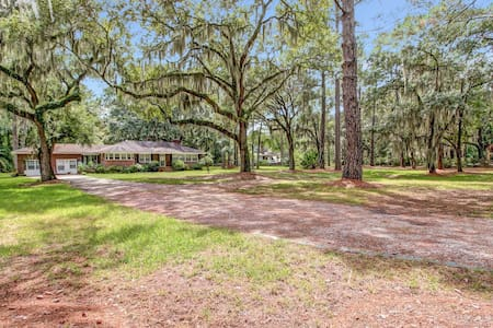5 Acre Garden, Saltwatrriver-Dock - Savannah