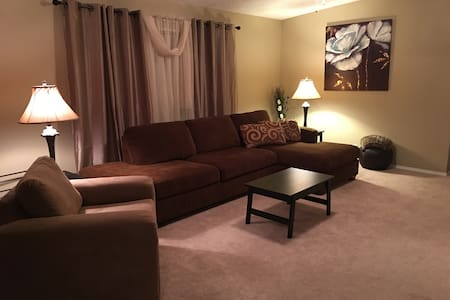 Sunny Vacation 3bdr., 2 bath 10min to Disney Parks - Haus