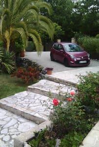 Chambre d'hôtes dans villa à Contes - Bed & Breakfast