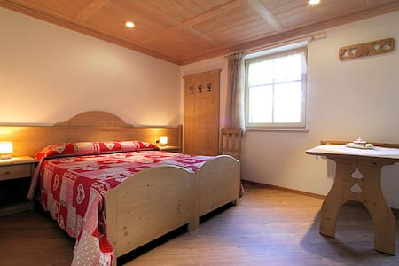 camera doppia in stile tirolese - Bed & Breakfast