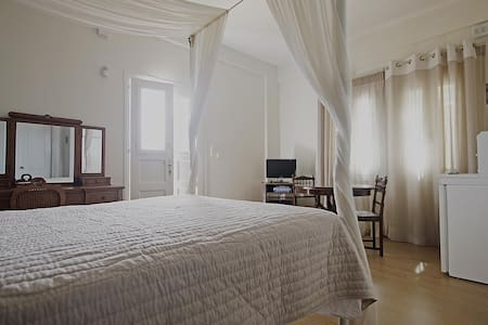 EMILIA LUXURY APARTMENTS -DOUBLE  - Megalos Gialos Varis - Bed & Breakfast