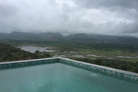 Hilltop house for a weekend getaway - Lakhawali - Villa