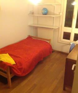 Chambre 1 personne avec balcon sur - Apartmen
