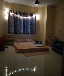 Spacious double bedded pvt. room in Hiranandani - Mumbai