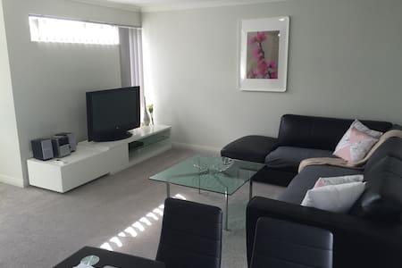 New upper floor apartment - Hamersley - Apartemen