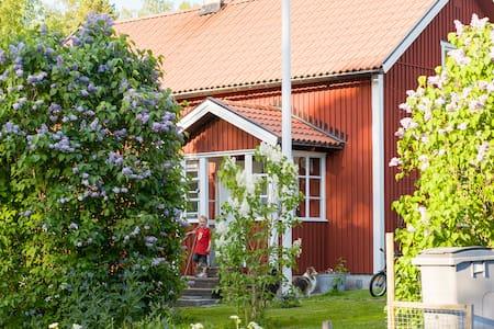 Charming cottage – Lerbo Asplund - Dom