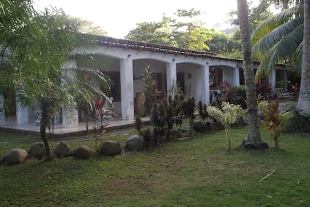 pura vida casa 1 - play pita - Bed & Breakfast