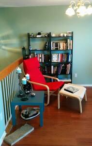 Sunny 4th Floor w/ Private Balcony - Ottawa - Condominium