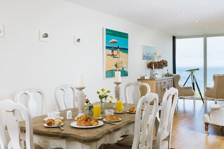 5* 2 Bedroom Apartment, Mid Air - Carbis Bay - Pis