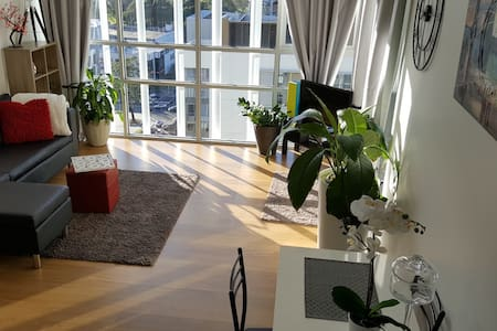 NEW STUNNING APT! Close to EVERYTHING + Car Spot - Huoneisto