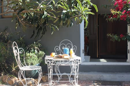 Garden cottage close to the beach - Cape Town