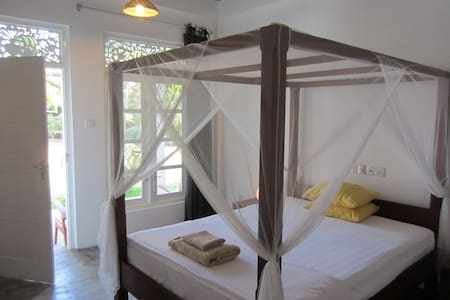 Mirissa bnb cozy double room close to the beach. - Weligama