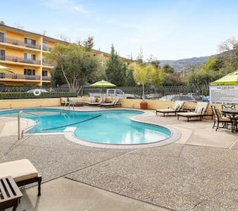 Downtown Los Gatos Poolside - Los Gatos - Apartamento