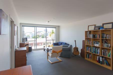 Lovely queen room near Auckland CBD - Apartment