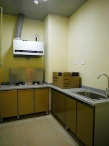 临江两居室,豪华装修,期待你的光临 - Apartment