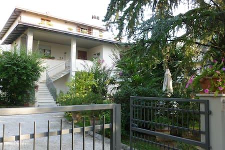 """appartamento """"A"""" al piano terra - Santa Maria degli Angeli - House"""