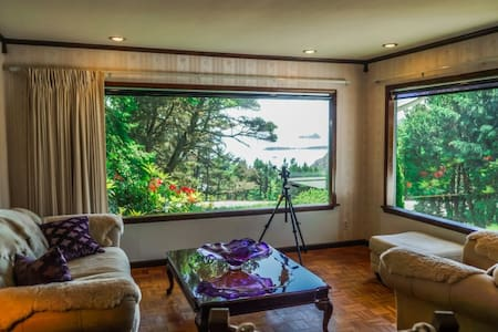 New Listing-Pet Friendly-with Ocean View - Port Orford - Casa