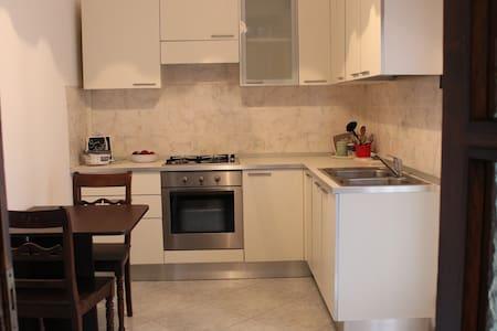 Stanza confortevole a Montichiari - Apartment