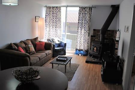 Comfy Modern Mountain Condo - Mammoth Lakes - Condominium