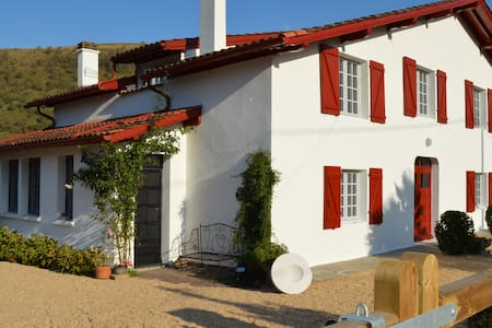 Cosy luxury gîte, Pays Basque for 4 - Hus