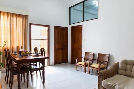 2 Bedrooms. Central, Riverside. - Apartamento
