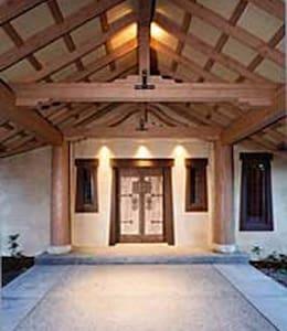 Elegant Getaway - Ház