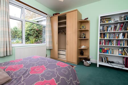 Comfortable sunny double room - Bed & Breakfast