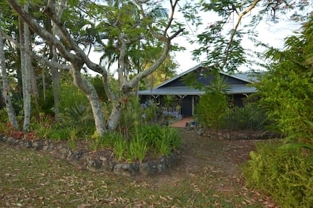 Original Tewantin Queenslander with charm