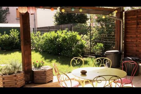 Chambre dans maison de ville - Casa