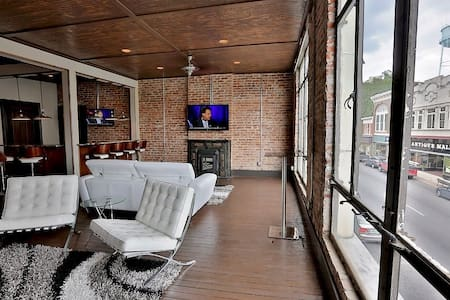 1 BR Apt Loft w/ Bar - Downtown - Shelbyville - Loft