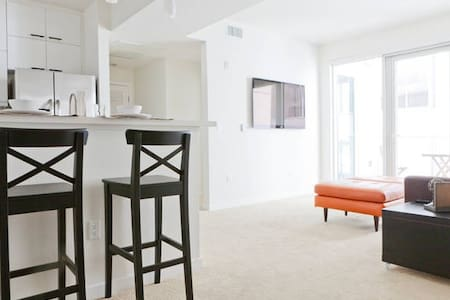 ★2BD/2BA DOWNTOWN SAMO!★