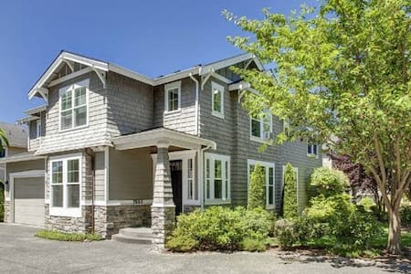 Beautiful 3 Bedroom House Minutes From Seattle - Hus